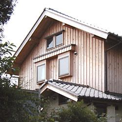 扇台の木の家